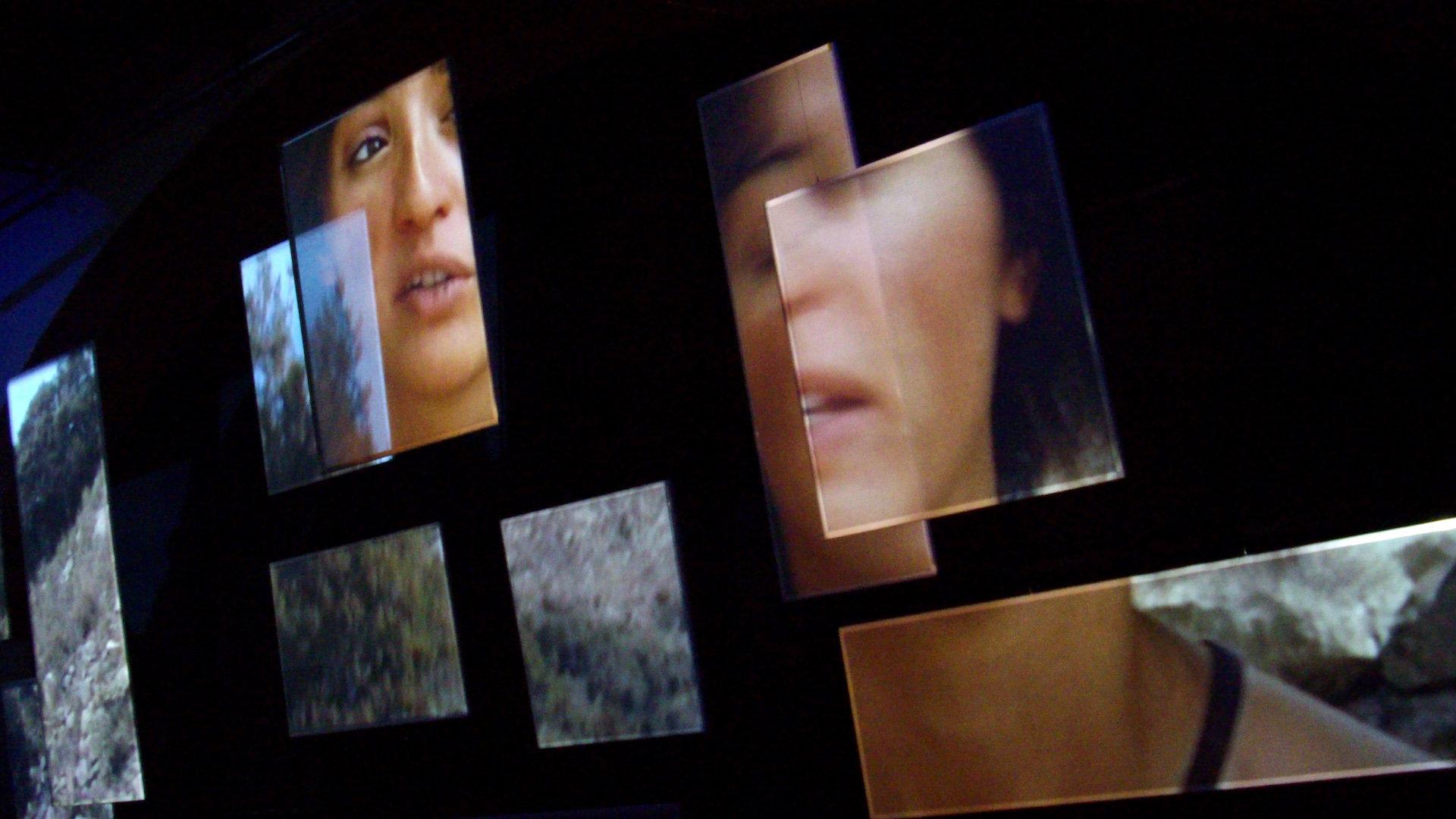 Installation vidéo Pasos, chemins d'exils et récits d'enfants d'exilés, réalisée par Olivier Moulaï, au Couvent des Minimes de Perpignan, dans le cadre de l'exposition Retirada 1939-2009 paroles d'images
