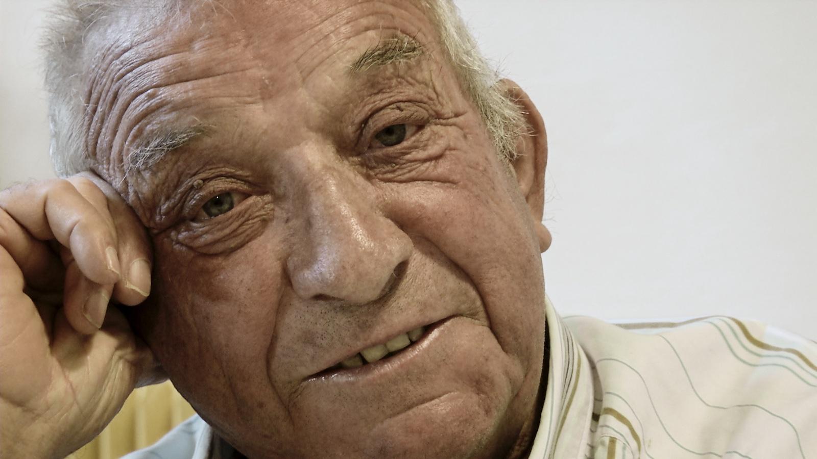 Pierre le dernier mineur d'Escaro. Image du film Le Fond et le Jour, réalisé par Olivier Moulaï, atelier cinéma de territoire, Ciné-Rencontres de Prades